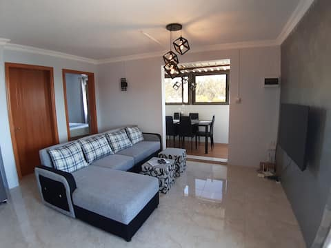 Brand new penthouse with pool 3mins walk to beach