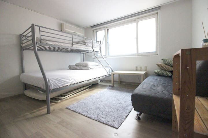 01 Best Location, 2min from Hongik univ staition!