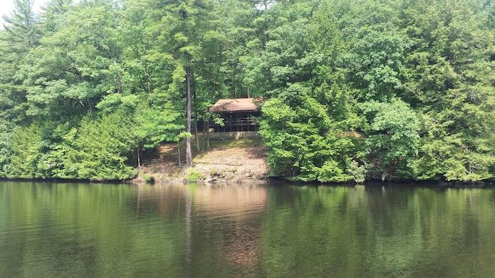 Private Stone Cottage on River -WrightRiverRetreat