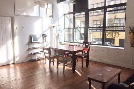 Bright typical Williamsburg loft - Brooklyn
