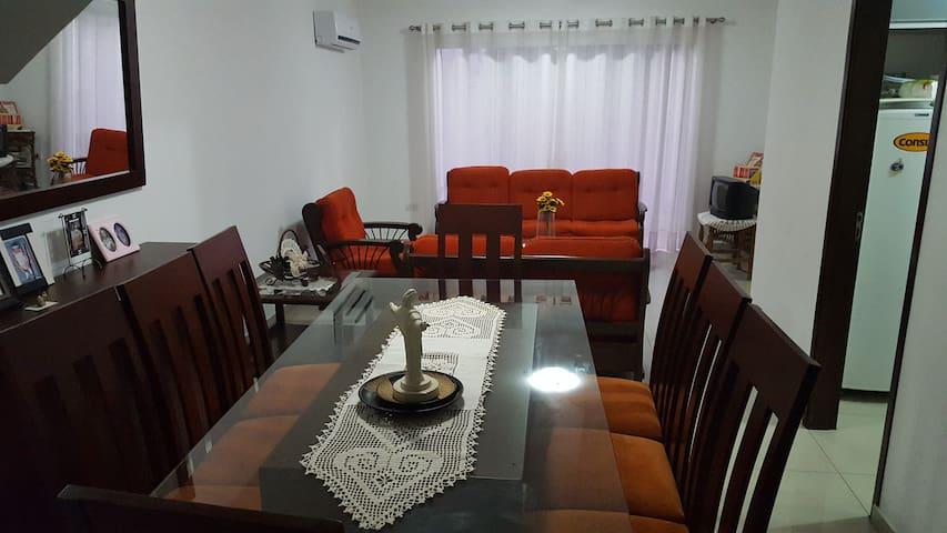 Linda y acogedora casa con excelente ubicación - Santa Cruz de la Sierra - Casa