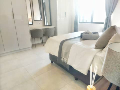 Corporate modern apartment 2km from Sandton City