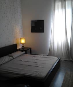 Camera doppia in centro a Lucca - Appartement