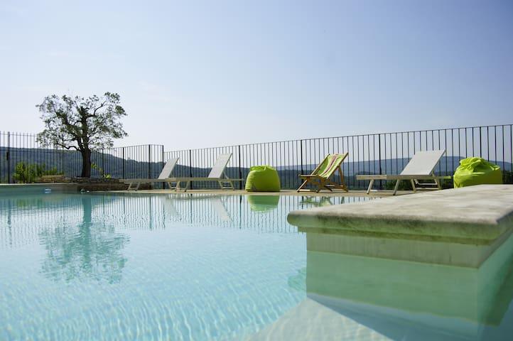 Joli studio avec piscine en Drôme Provençale
