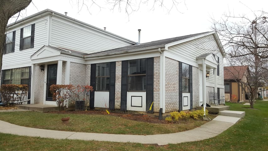 Gorgeous 3 BR Townhouse in Palatine - Palatine - Townhouse