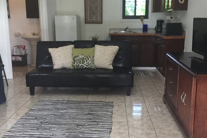 Samoan Styled Living, Just 3 Mins from Airport