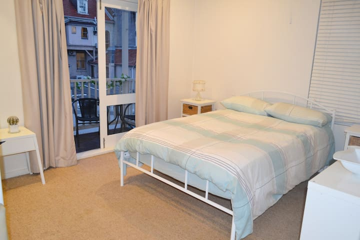 Double Room with balcony in Potts Point Area