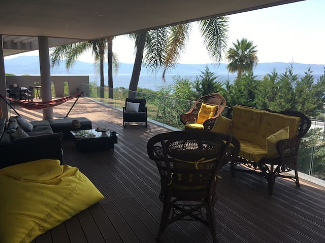 Californian style villa by the sea & amazing view!