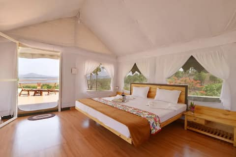 Cosy tent stay with a magnificent view in Igatpuri