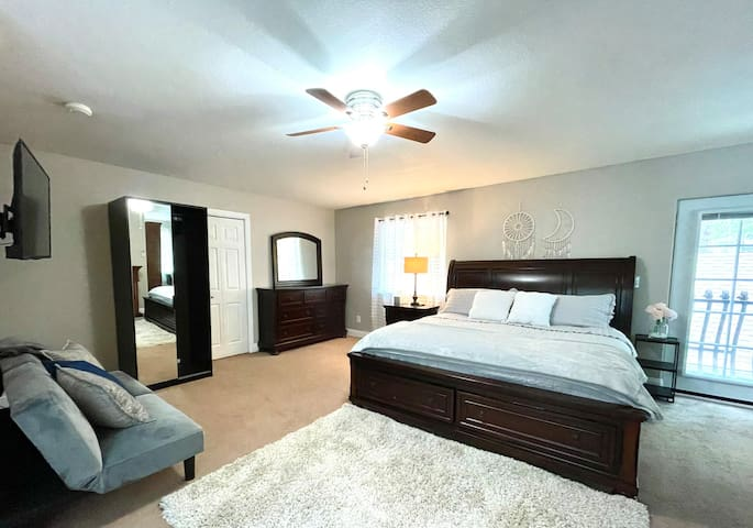 Upstairs Master suite w/ a fireplace, add'l futon bed and 50'' streaming TV