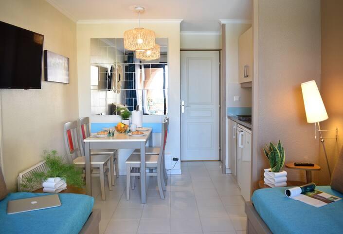 ❤️ 2 Pièces Cozy avec Vue Mer, Terrasse & Piscines