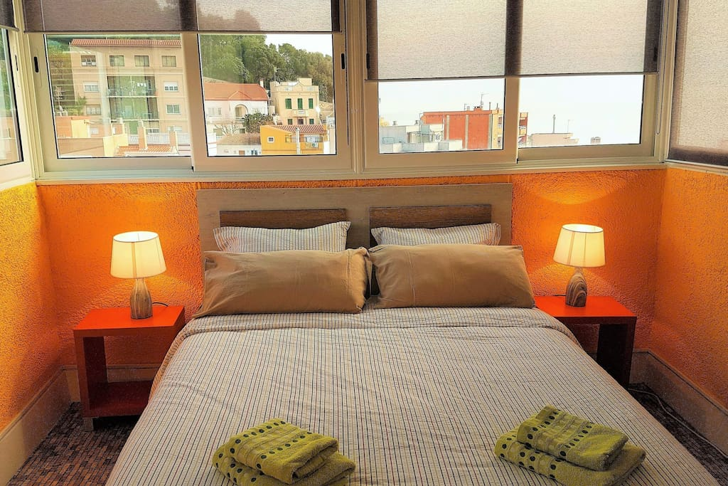 Bedroom I: 1 double bed,  sea view