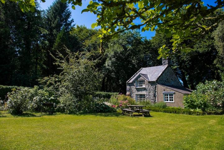 Garden Cottage on the private Glasfryn Estate