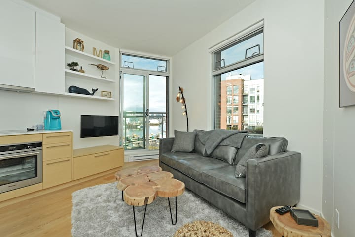 Victoria Harbour Waterfront Loft at the Janion