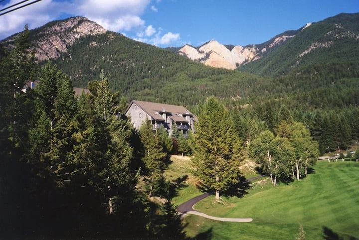Mountain view condo on Radium Golf Course