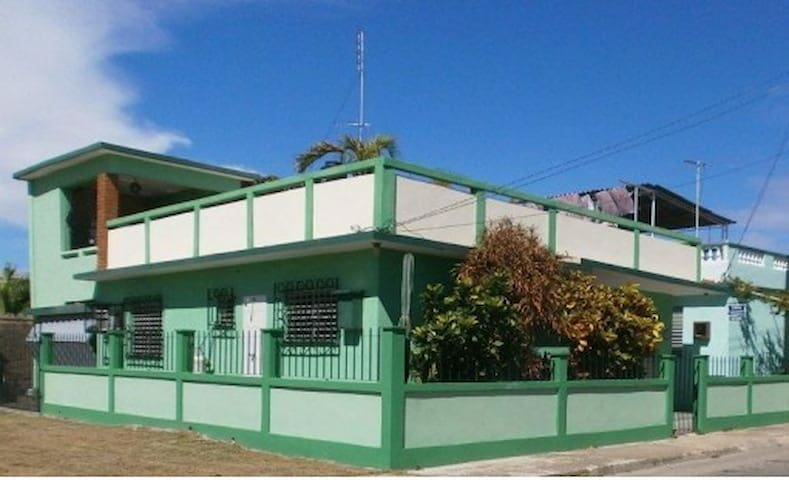Casa León y Betty Varadero