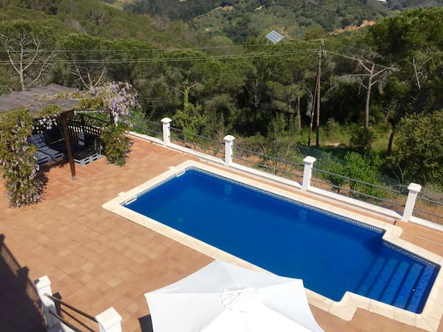 House for 10 with swimming pool, near the beach - Sant Cebrià de Vallalta - Rumah