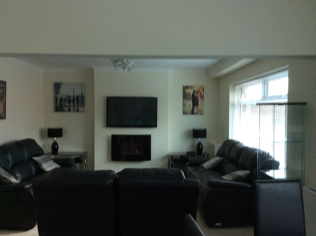 comfy modern first floor apartment - Wigan - Departamento