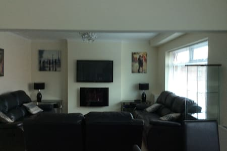 comfy modern first floor apartment - Wigan - Appartement