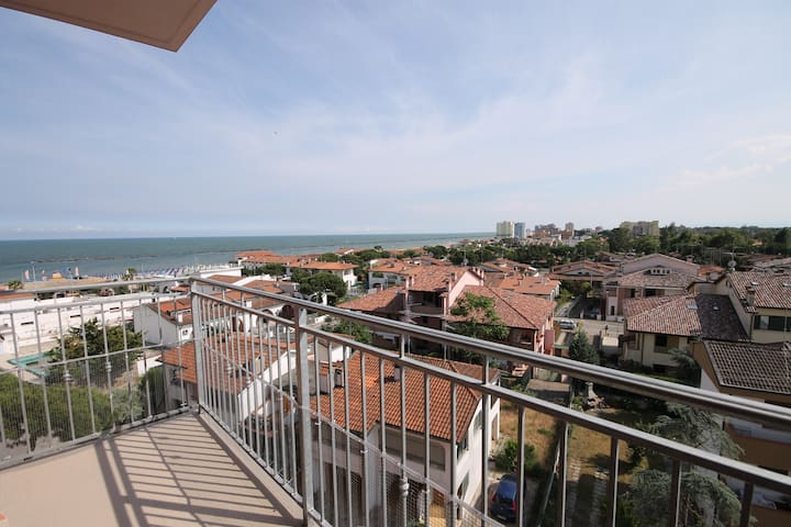 2-rooms flat close to the beach, with sea sight