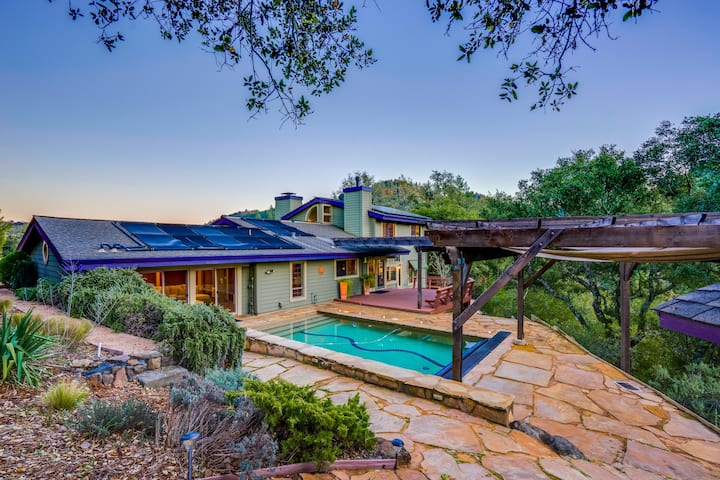Stunning home w/ pool, hot tub, decks, & gourmet kitchen - close to wineries!