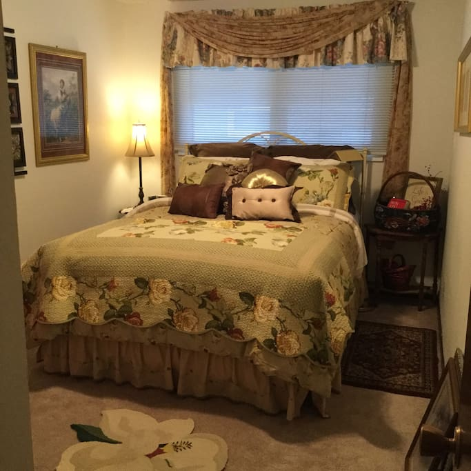 'The Annabelle Room' has a queen size bed, charming decor, very quiet room, and just across the hall is your private bathroom. Come stay with us won't you?  Rooms are throughly cleaned and vacuumed every day when not in use.