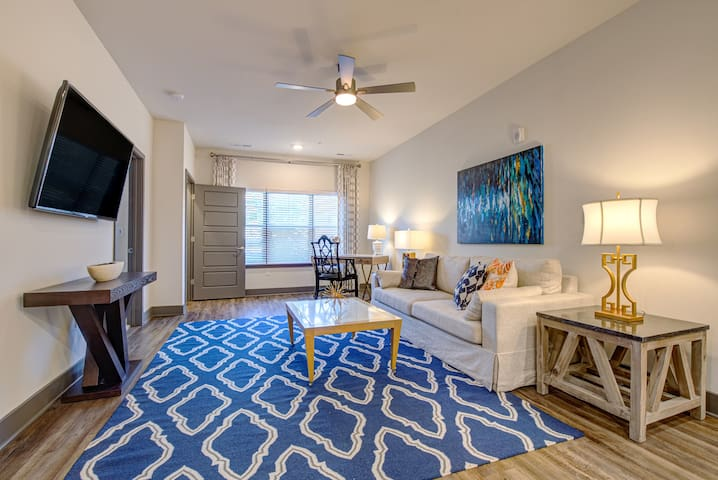 Your home away from home   1BR in Louisville