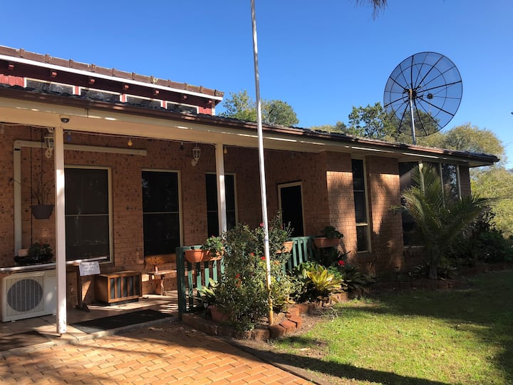 Family Friendly Duplex House near bush and beach
