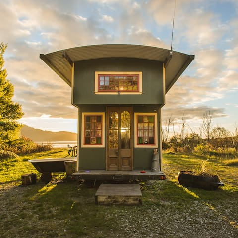 The Amazing House Truck! - Buses for Rent in Wainui Bay, Golden Bay ...