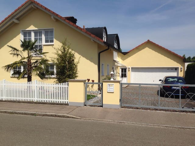 Ruhige Lage, 10 Min. Vitra, 20 Min. Messe Basel - Weil am Rhein - House