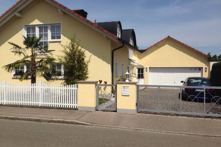 Ruhige Lage, 10 Min. Vitra, 20 Min. Messe Basel - Weil am Rhein - Huis