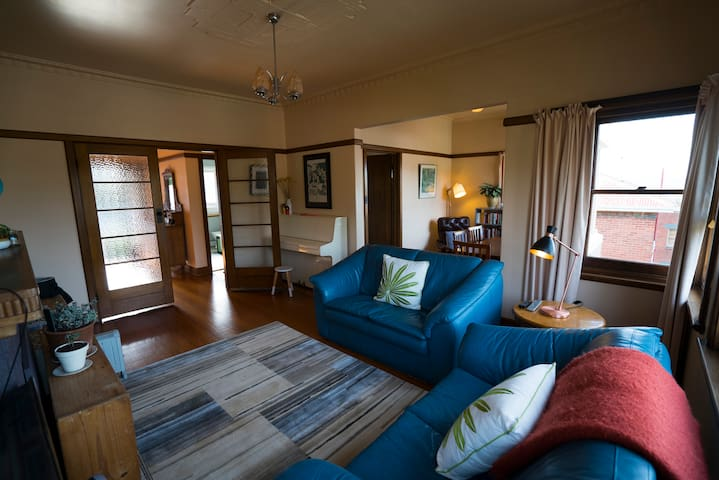 Central and comfortable West Hobart flat - West Hobart - Apartemen