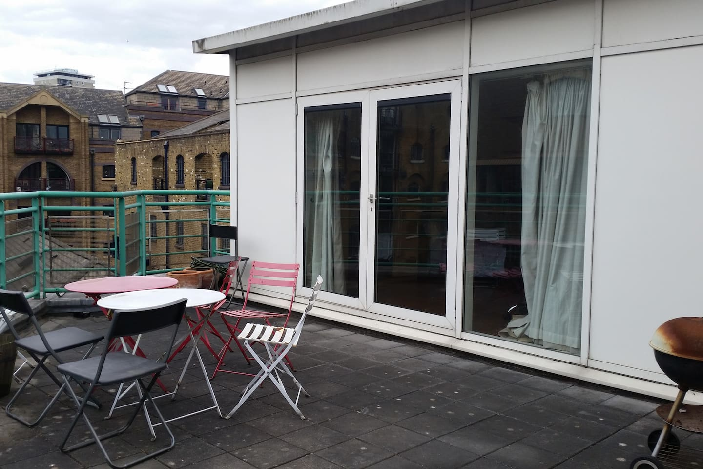 HUGE ensuite double room with rooftop terrace