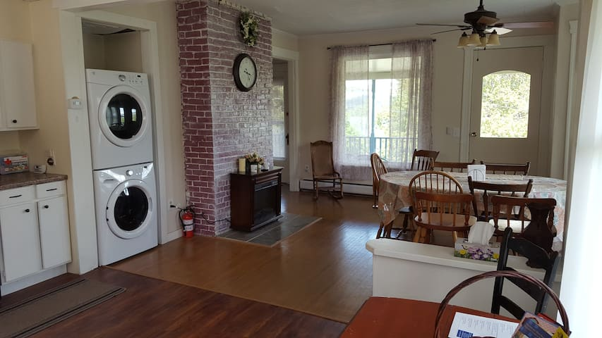 Beautiful Spacious Historic Home-Apartment - Watkins Glen - Appartement