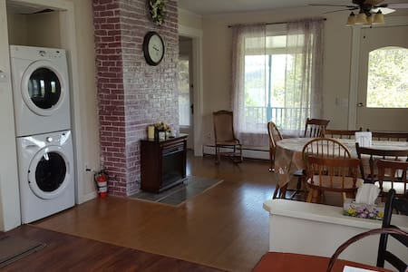 Beautiful Spacious Historic Home-Apartment - Watkins Glen