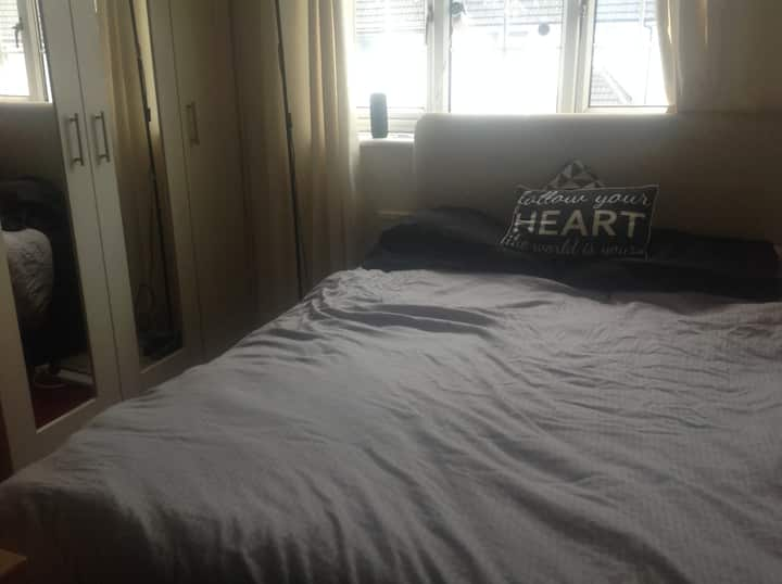 Bright and warm Double Room near to City Centre