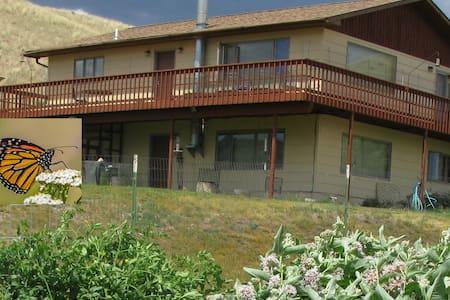Monarch Garden Inn - Mountain Views & Monarchs - Emigrant - Casa