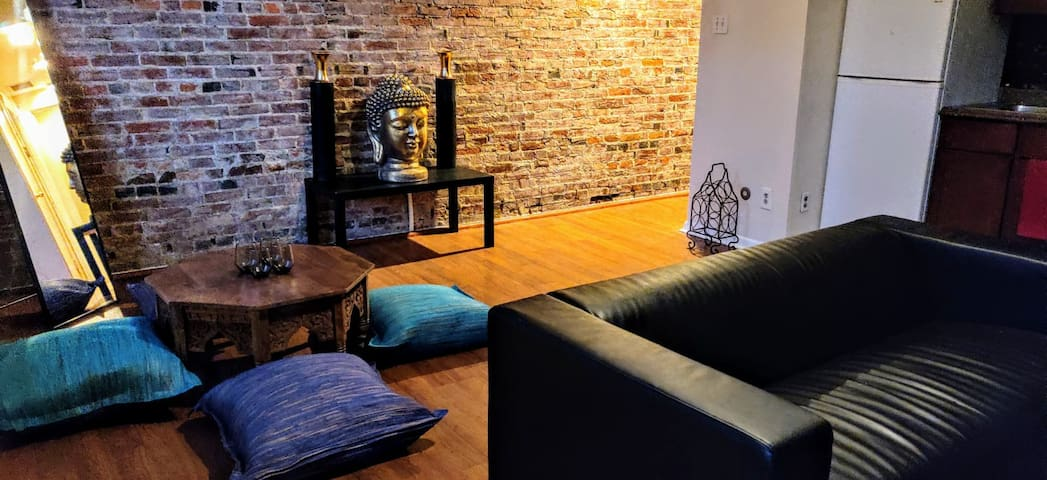 New Serene Lovely Apt in the Heart of Center City
