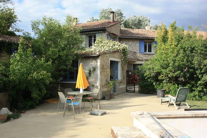 Bastide rénovée 200m2 -piscine 9x5m - Villelaure - Dům