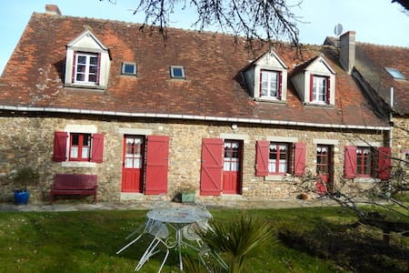 Maison de campagne avec un étang - Parnac