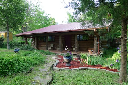 Log Home near casino-- sleeps four - Cape Girardeau