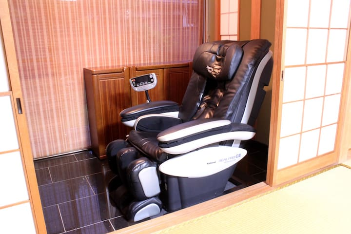 There is a massage machine. Please heal the tiredness of the trip.  マッサージ機があります。 旅の疲れを癒してください。