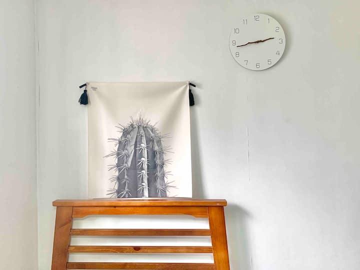 [서울대학교병원 5분,혜화역 3분] 조용하고 편안한 Cozy Room (살균소독청소)