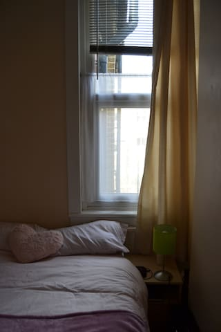 Great Double Bedroom by Ealing Broadway!