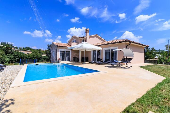 Villa Davide with Heated Pool - Svetvincenat