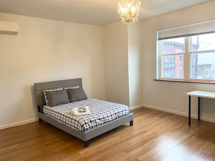 Large room, South Philadelphia easy access to City