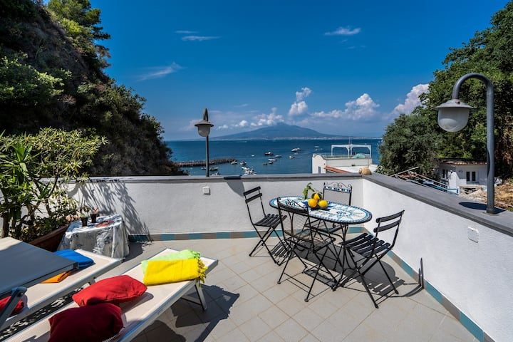 Seaside apartment with terrace near Sorrento