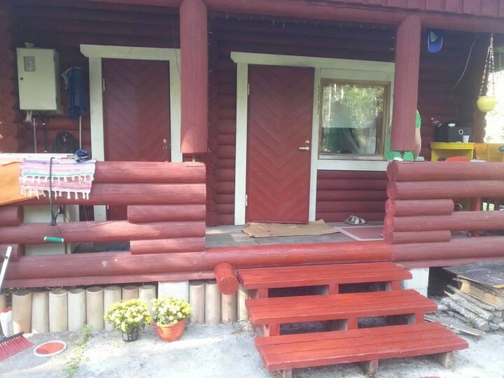 Kukkalaakso.söpö mökki ja sauna koivikon keskellä