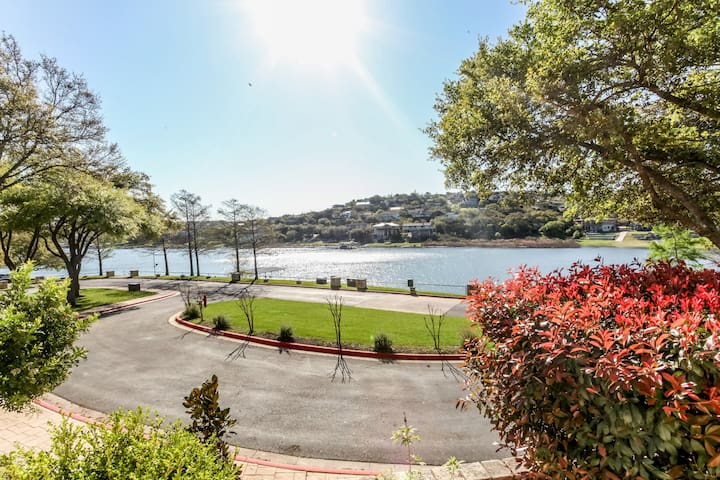 2 BA/BR with Serene views of water.