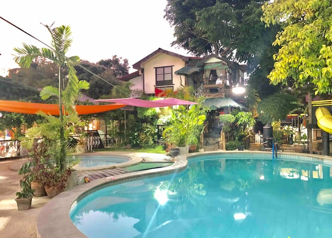 Tree House Narra with Pool View